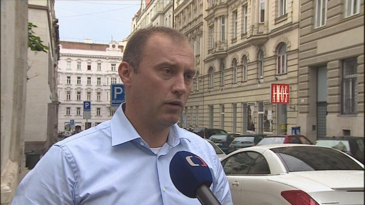 z vazby byl propuštěn i expolicista Ratajský