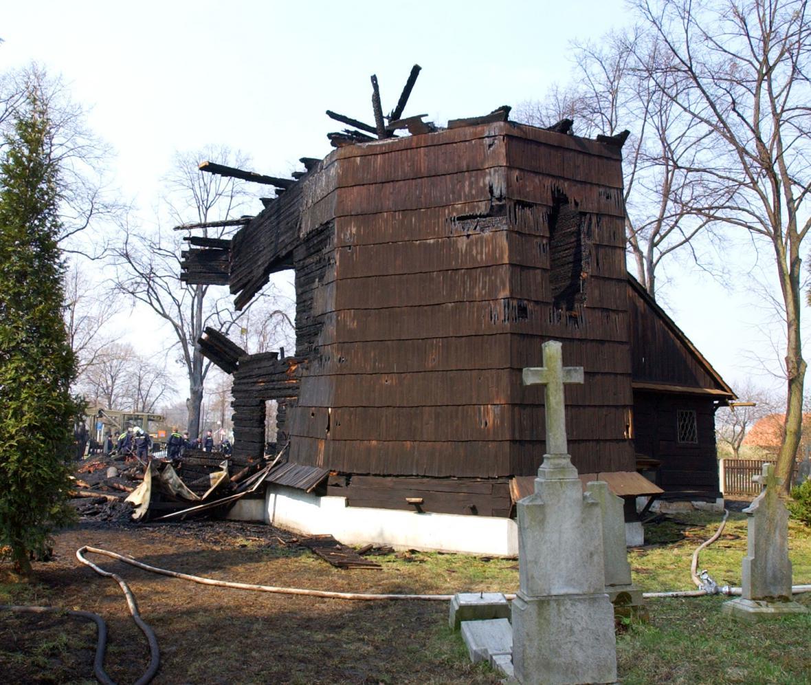 Kostel svaté Kateřiny Alexandrijské v Ostravě - Hrabové krátce po požáru
