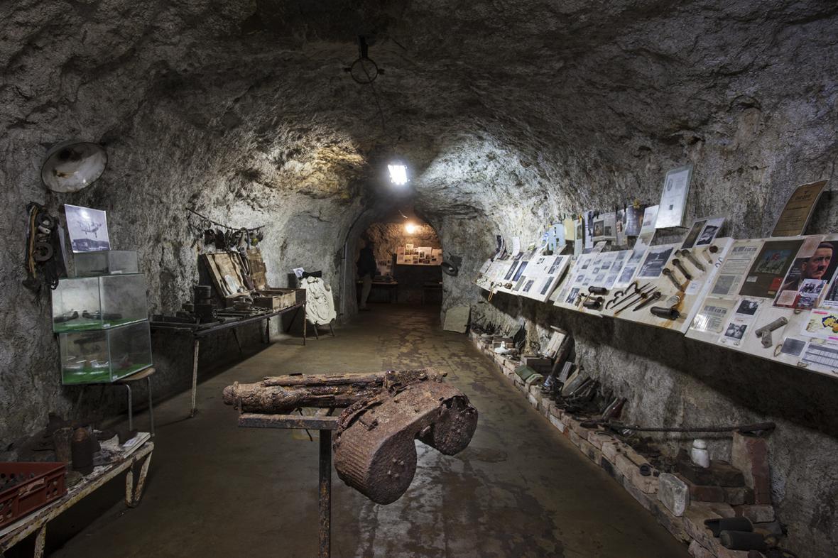 Hitlerova podzemní továrna v Rabštejně