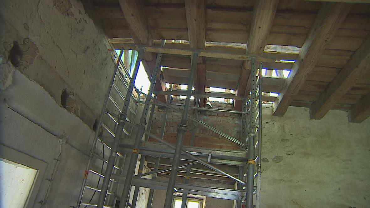 Opravy zámku v Oslavanech