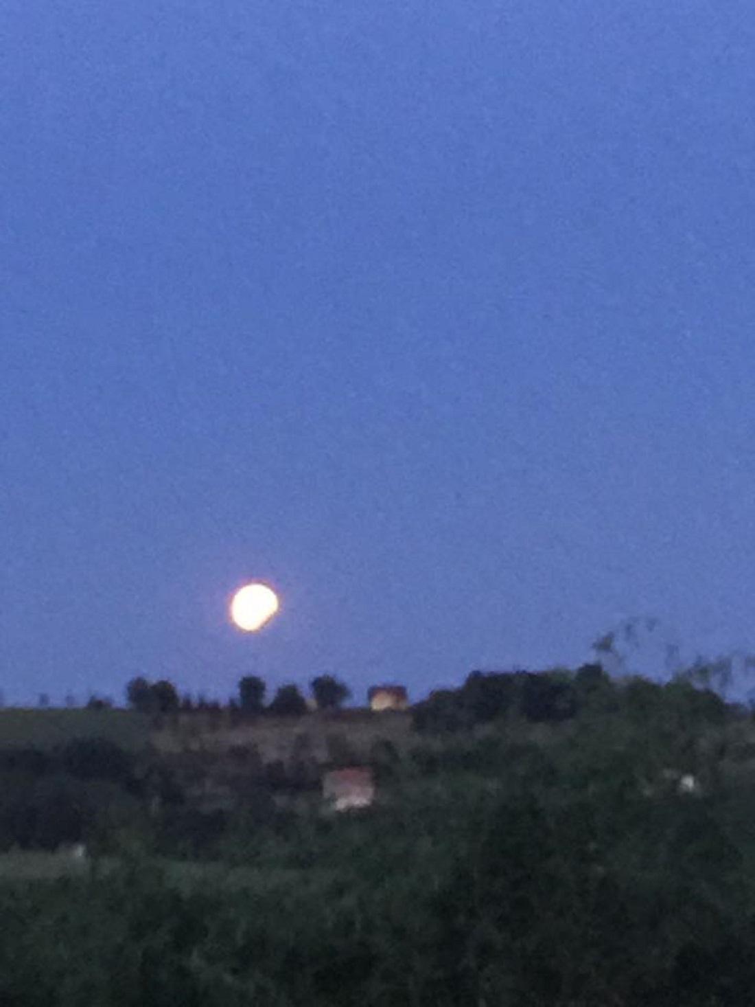 Fotky zatmění Měsíce od diváků ČT24