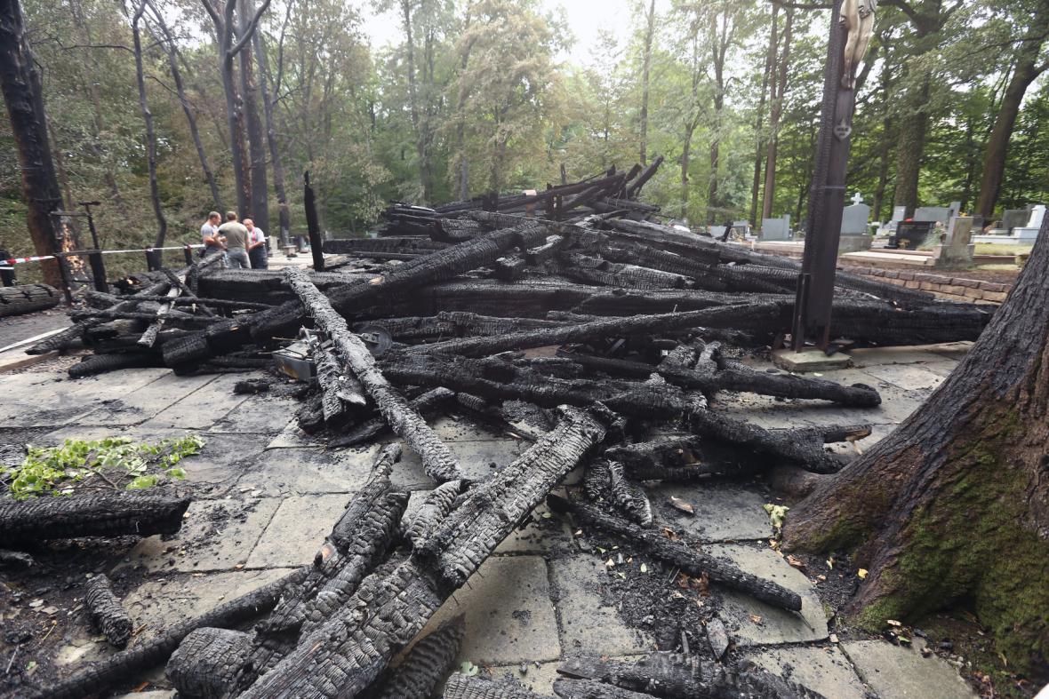 Vyhořelý kostel v Třinci