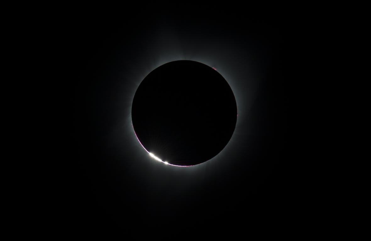 Diamantový prstenec kolem Slunce