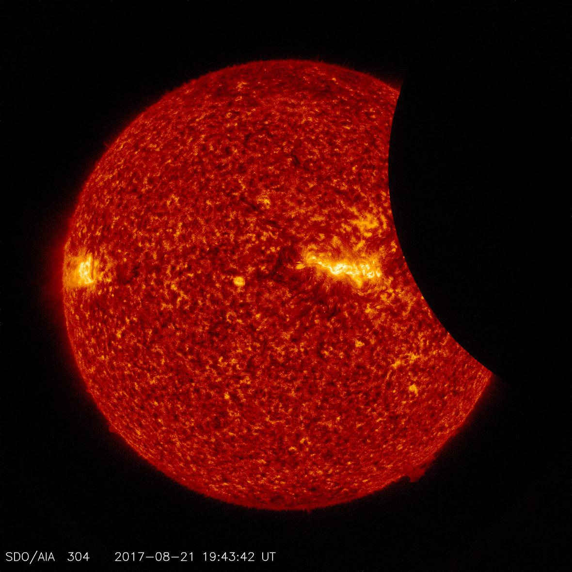 Zatmění Slunce ze Solární observatoře NASA