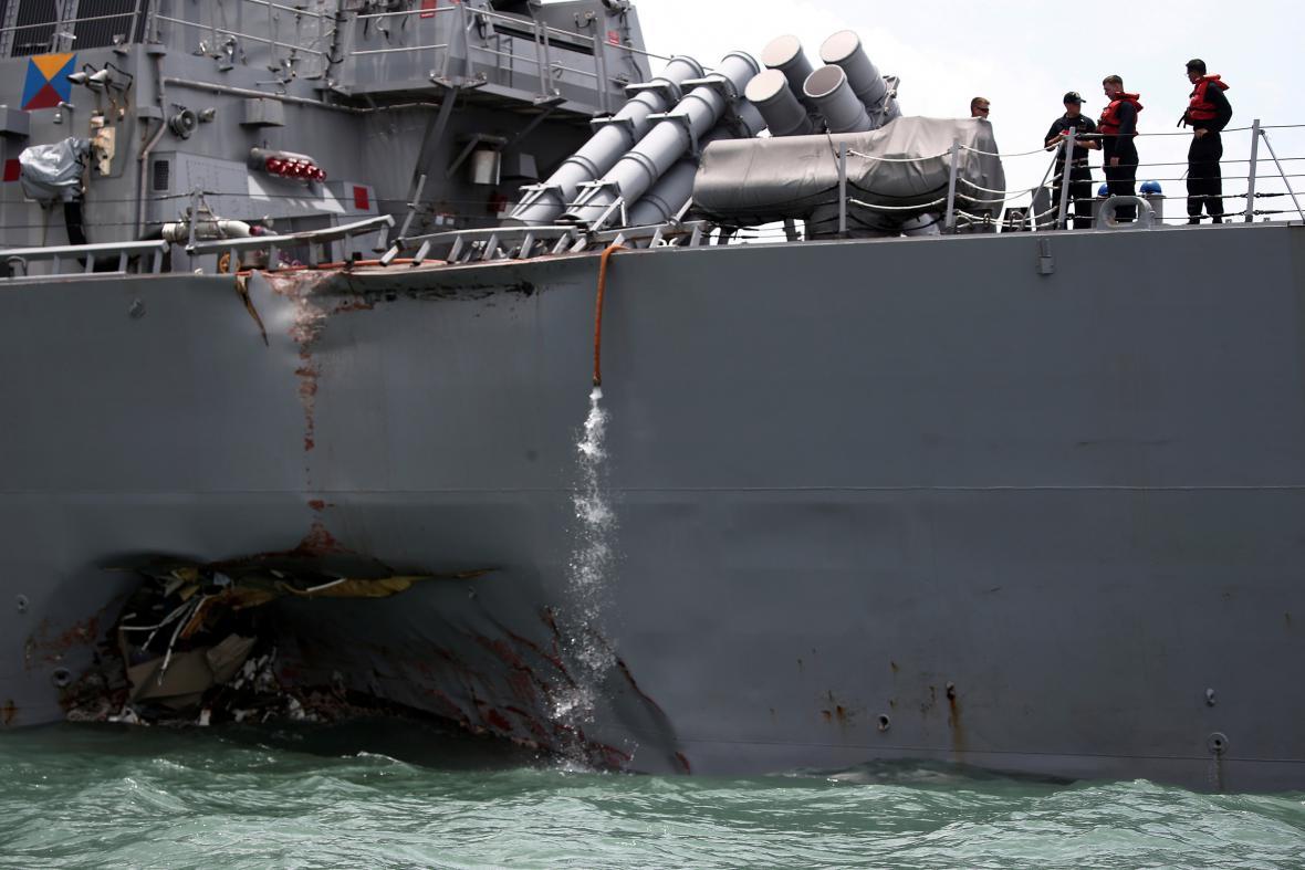 Vyšetřování srážky torpédoborce s tankerem