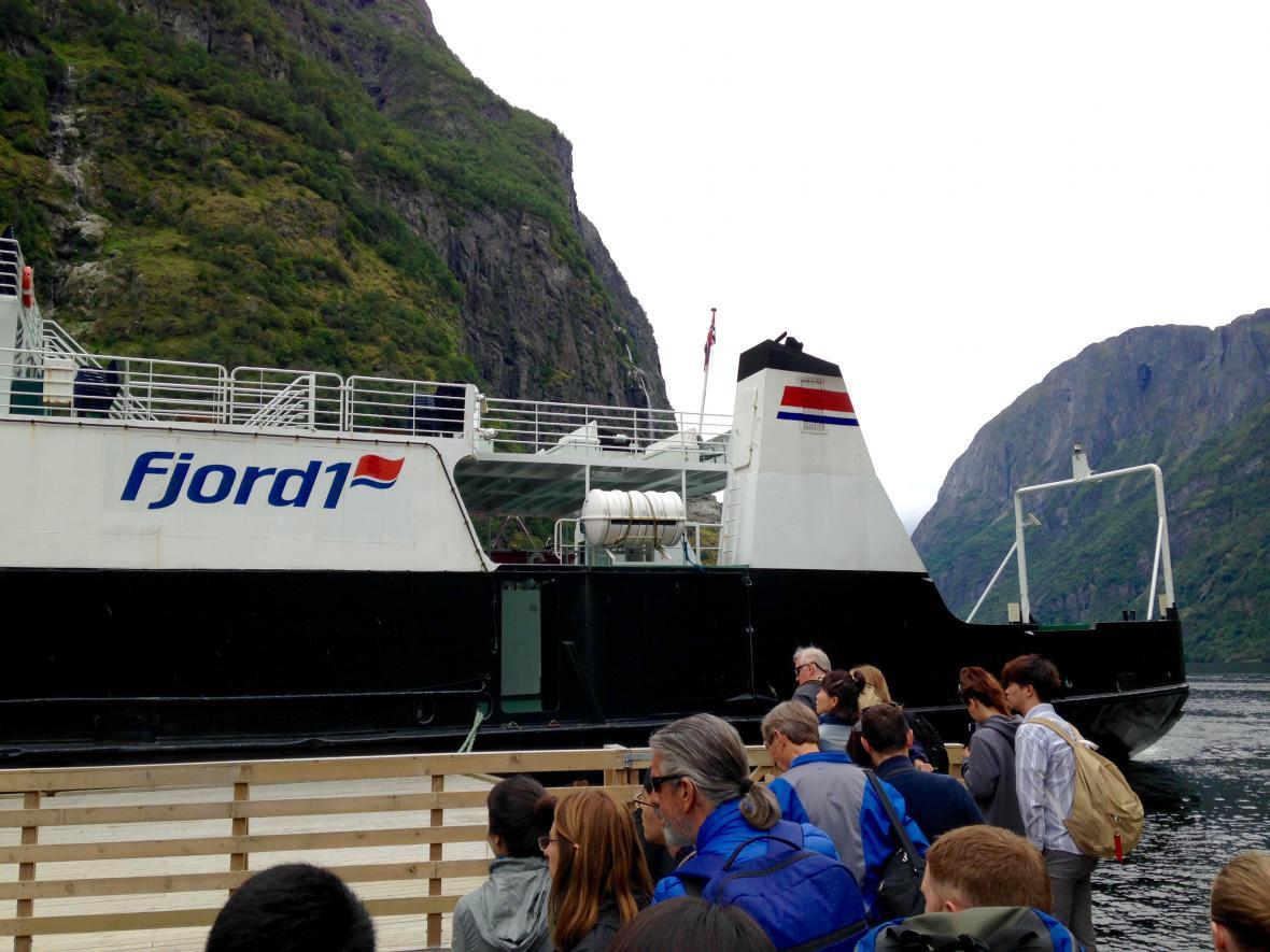 Cesta lodí po fjordech u norského Gudvangenu