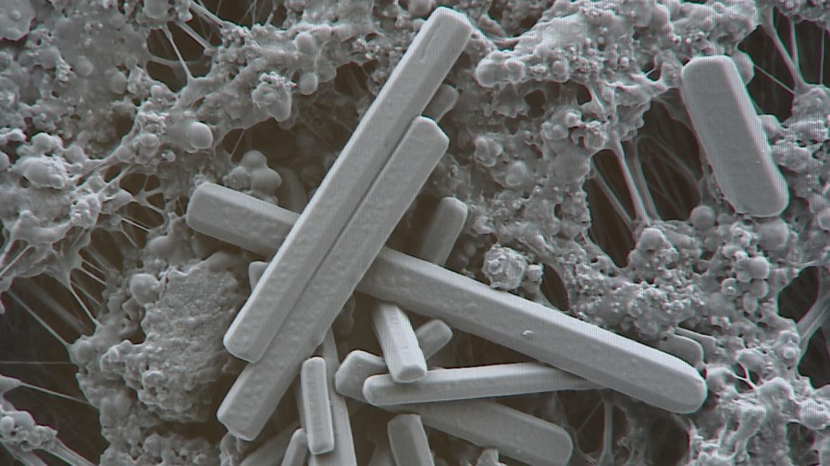 Mnohonásobně zvětšené částice prachu