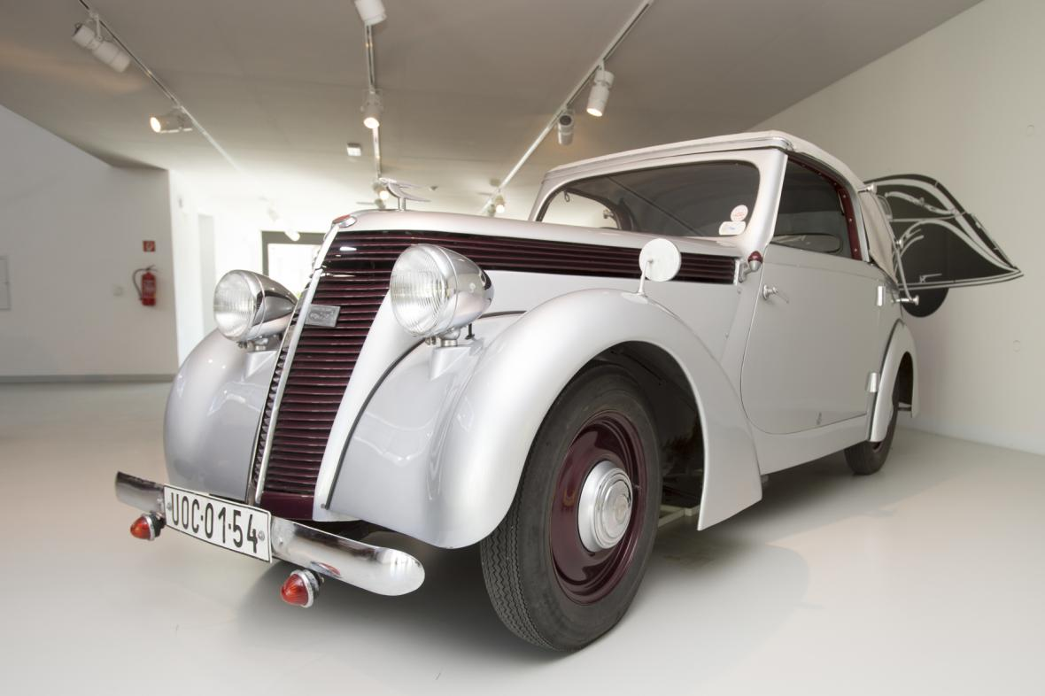 Muzeum českého karosářství získalo do svých sbírek stříbrný kabriolet Jawa Minor z roku 1939