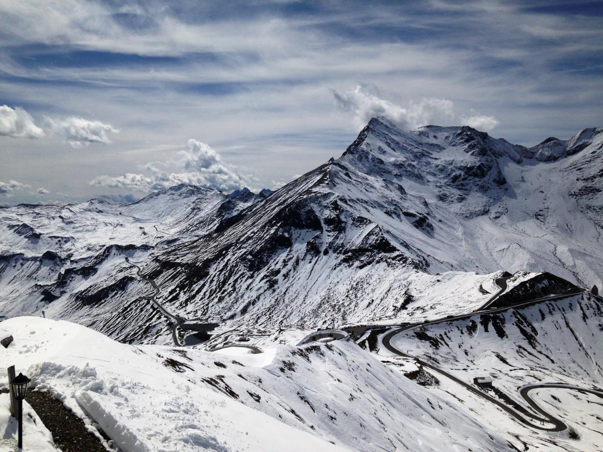 Výhled na silnic z Edelweissspitze