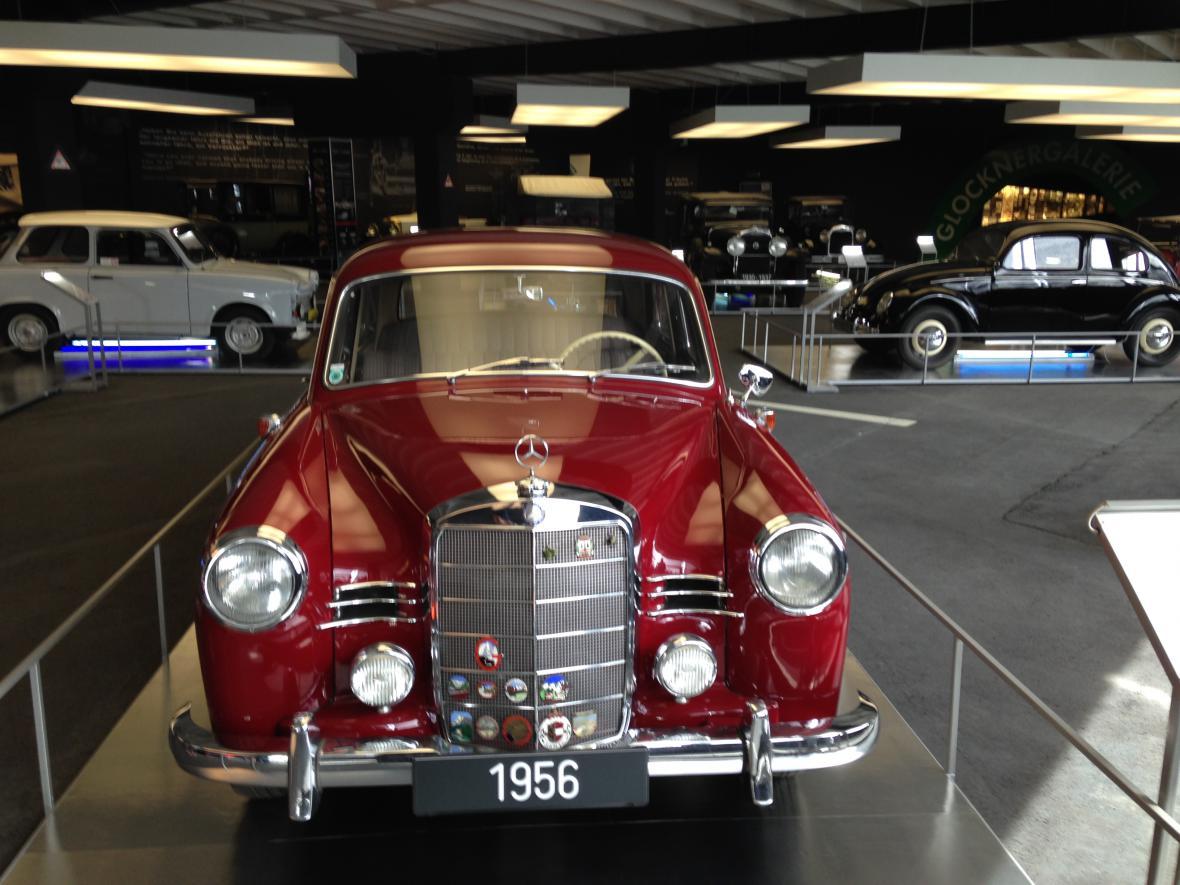 Výstava aut u vyhlídky Franze Josefa