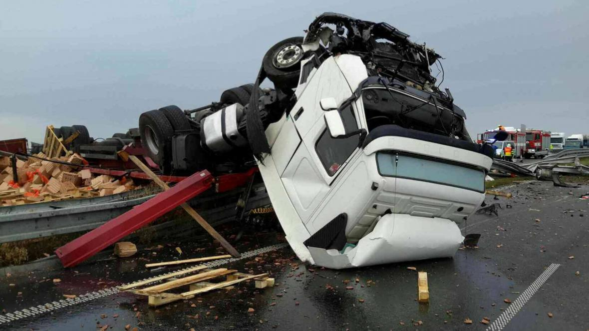 Nehoda kamionu u Brna