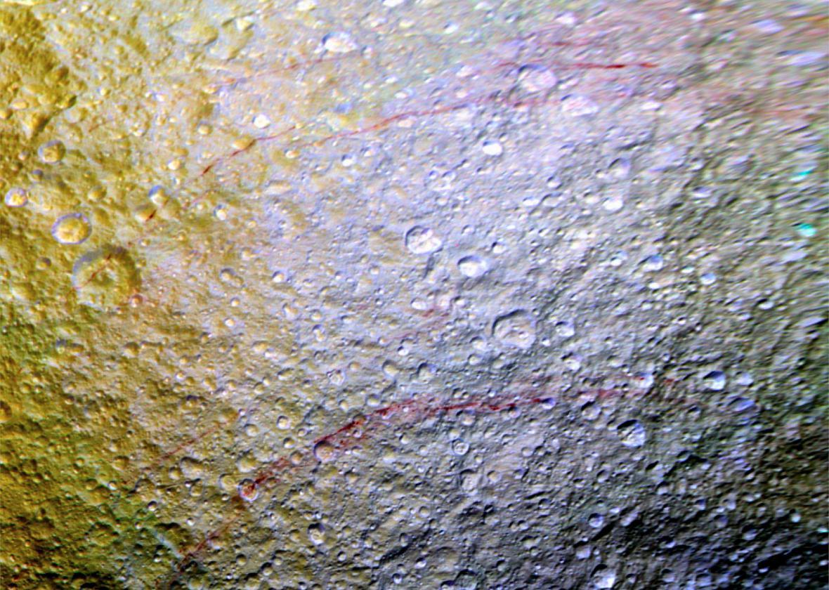Povrch měsíce Tethys