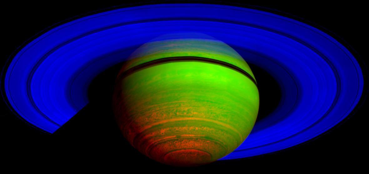 Saturn v infračerveném spektru
