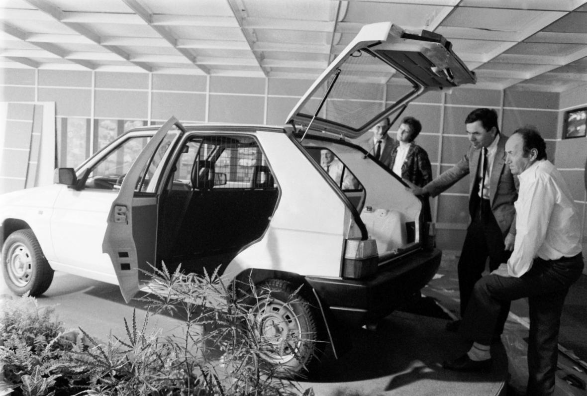 20. mezinárodní veletrh spotřebního zboží v Brně, jehož novinkou je první modofikace vozu Škoda Favorit Praktik. Vůz se liší od základního modelu vnitřním uspořádáním.