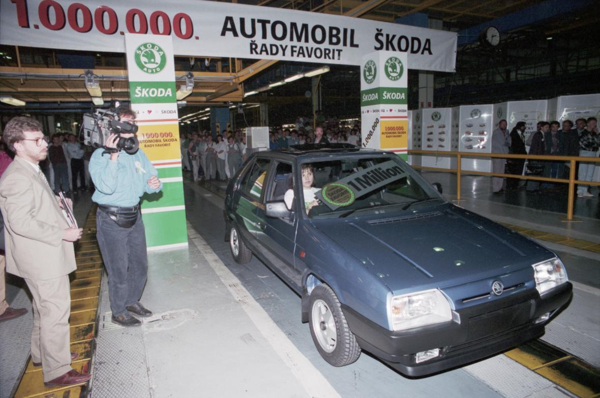 Miliontý (1 000 000) vůz Favorit z a.a.s. Škoda Mladá Boleslav - pro Skoda Automobile (UK) Ltd. - generálního importéra vozů značky Škoda ve Velké Británii