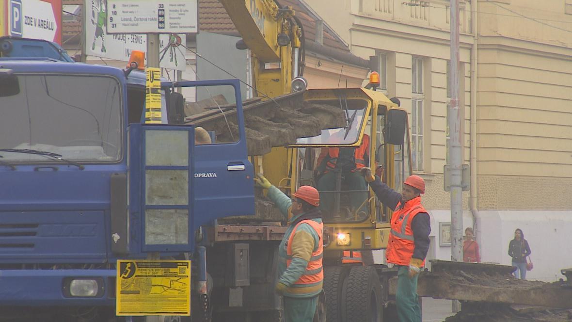 Opravy ulice Křenová komplikují dopravu v Brně