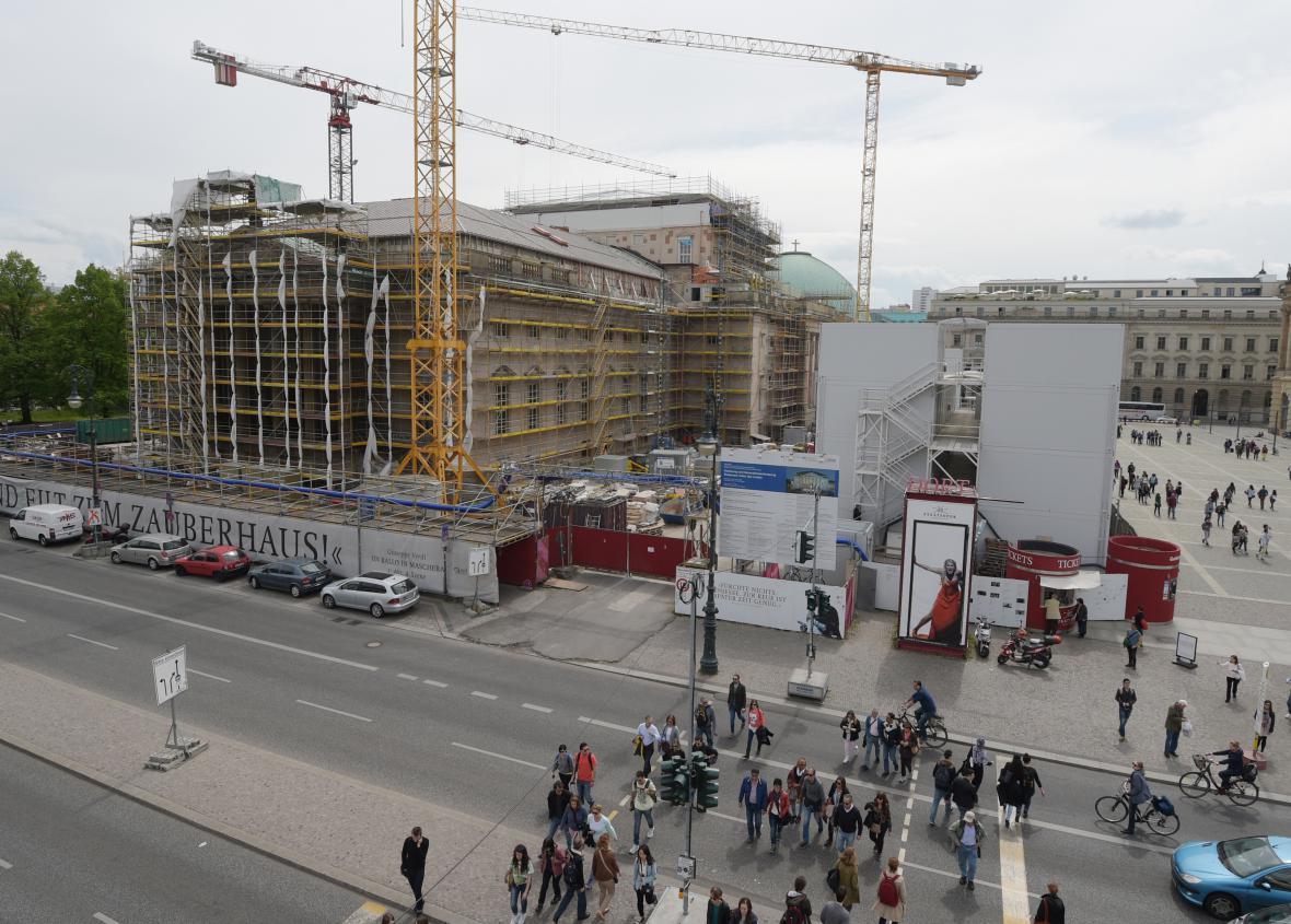 Berlínská opera při rekonstrukci v roce 2015