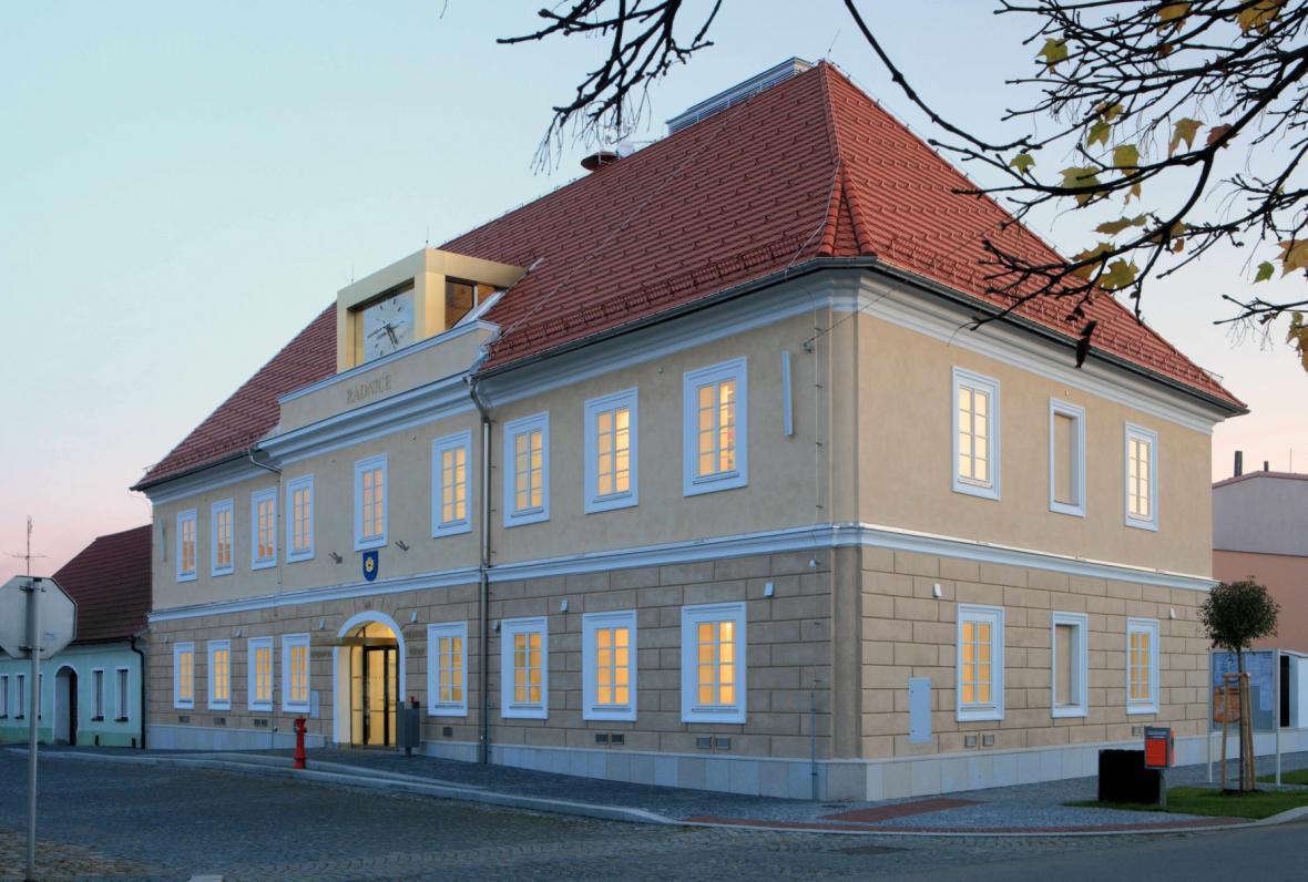 Radnice a knihovny v Kardašově Řečice