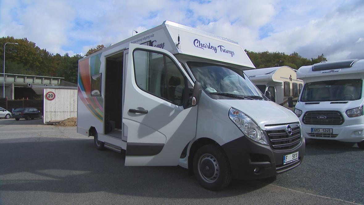 Speciálně upravený karavan pro handicapované