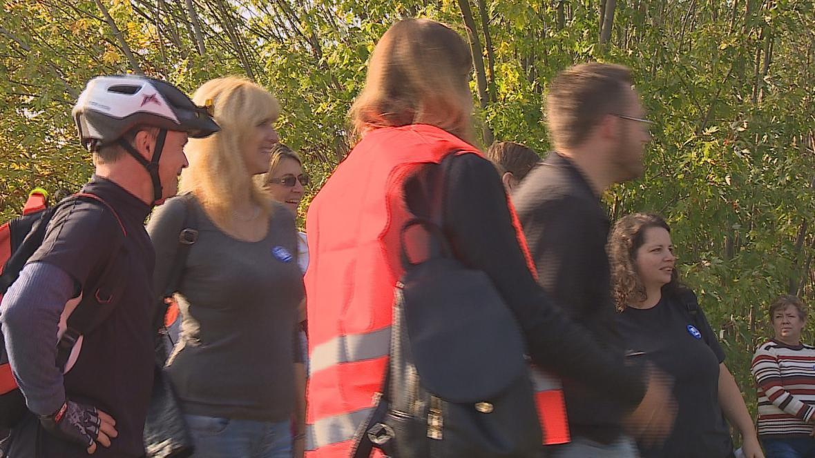 Lidé protestují proti vedení firmy v Modřicích