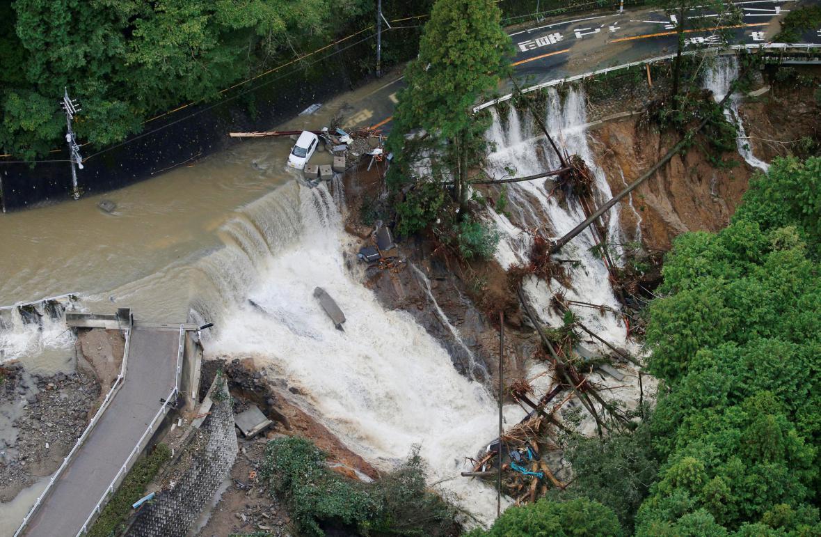 Sesuv půdy způsobený dešti při tajfunu Lan