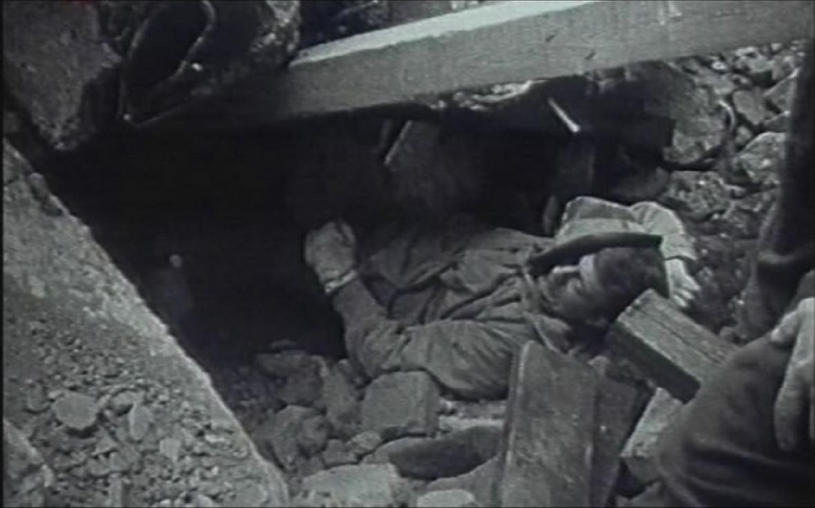 Dosud nejtragičtější hromadný úraz ve stavebnictví. Neštěstí se stalo 8.4.1968. Na dělníky v budově na náměstí SNP v Brně se zřítil strop