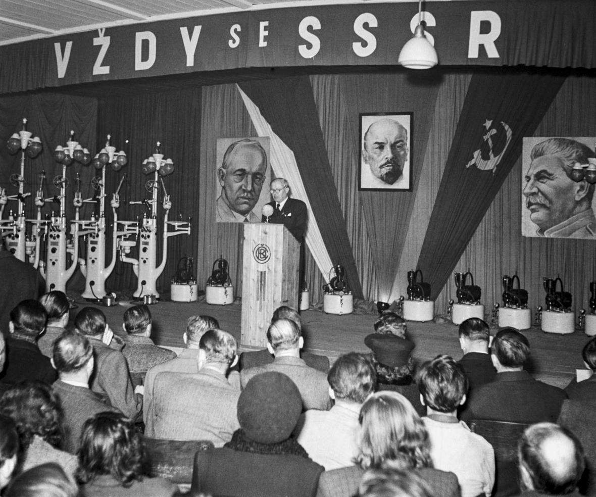 Oslavy VŘSR v Československu
