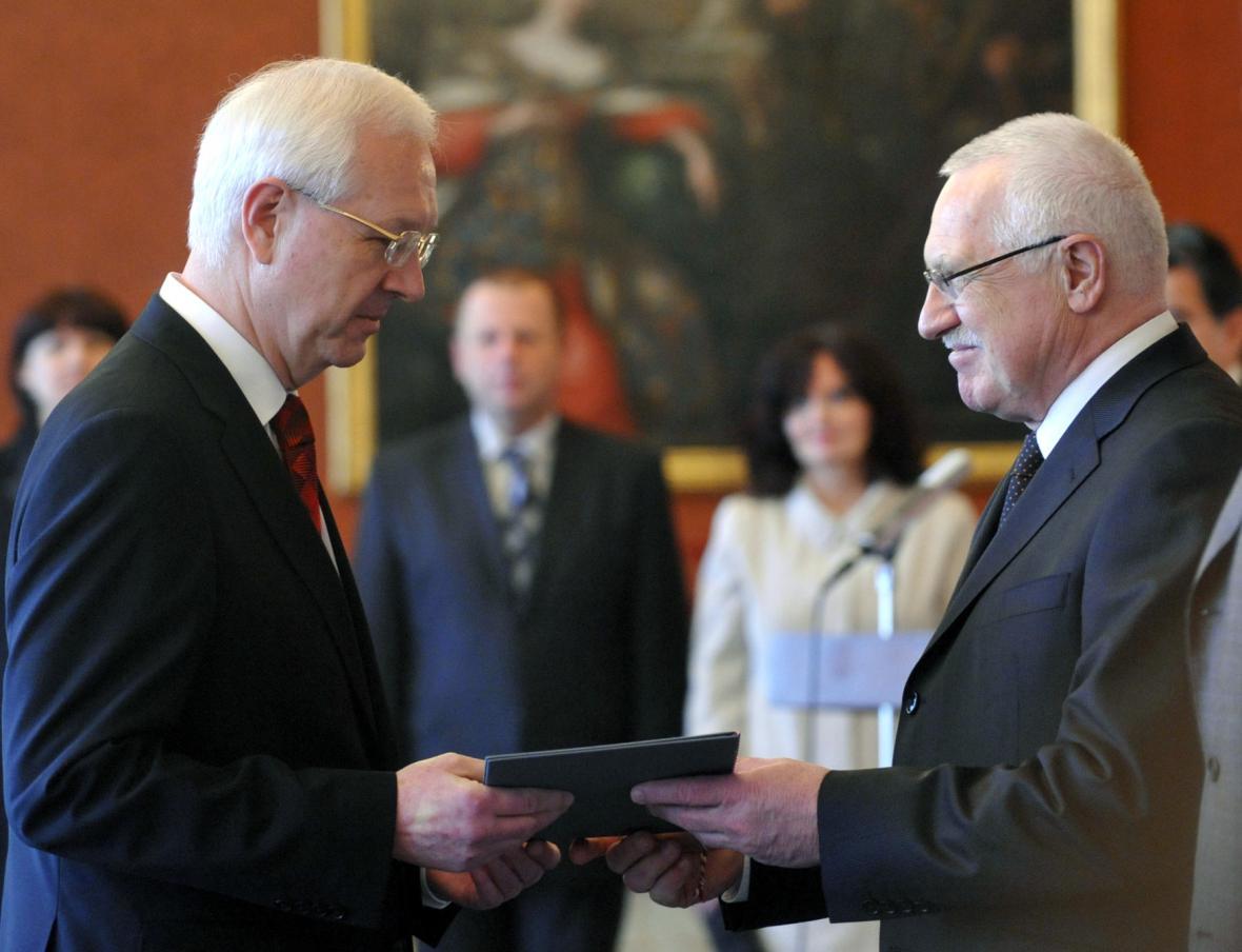 Prezident Václav Klaus jmenoval 13. března 2009 na Pražském hradě Jiřího Drahoše předsedou Akademie věd ČR