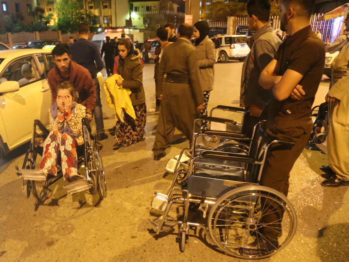 Lidé zranění po zemětřesení
