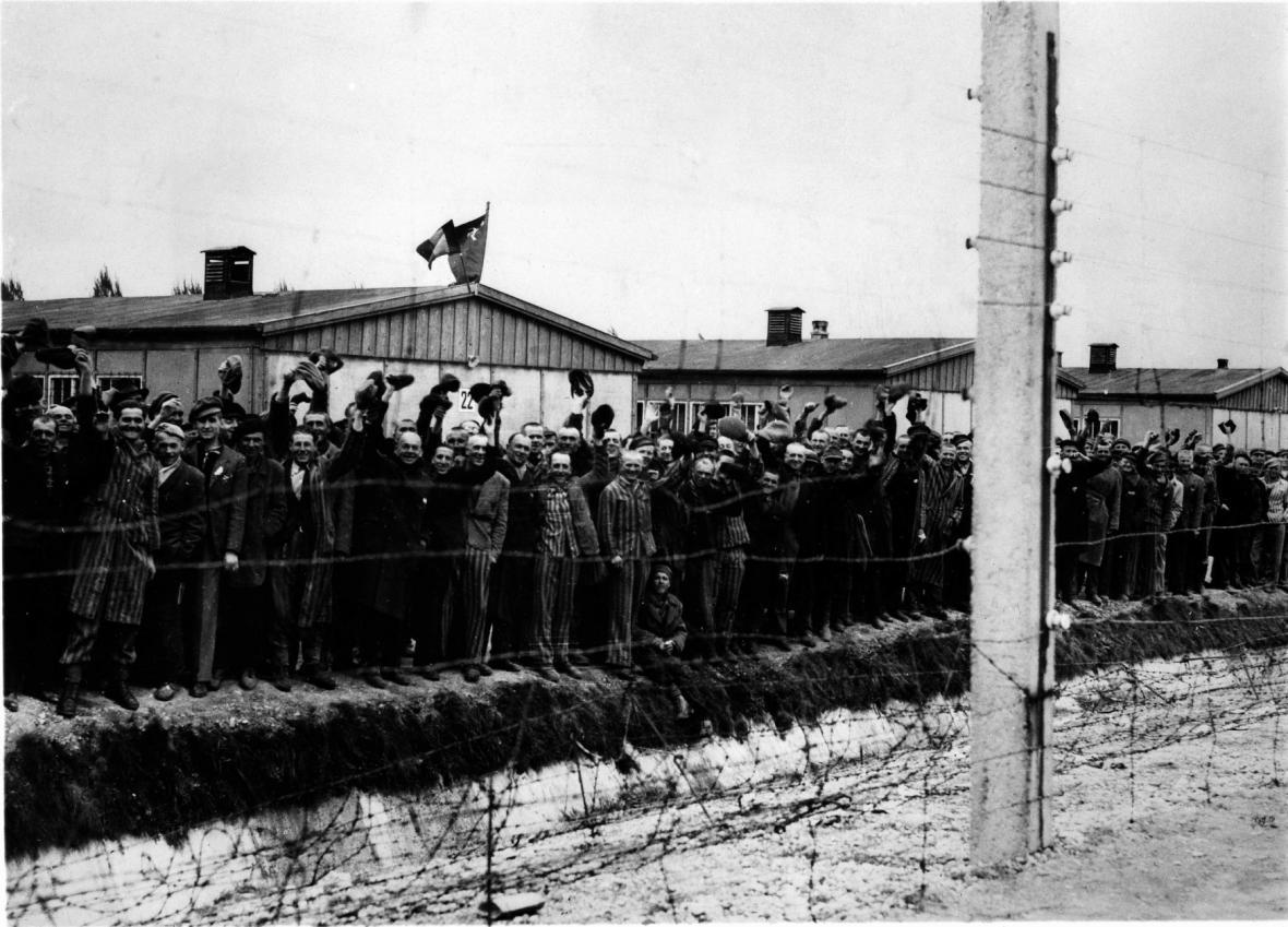 Osvobození Dachau americkou armádou na jaře 1945