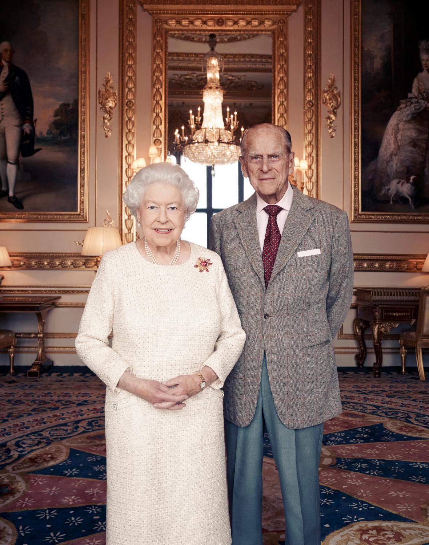 Oficiální portrét Alžběty II. a prince Philipa k platinovému výročí svatby