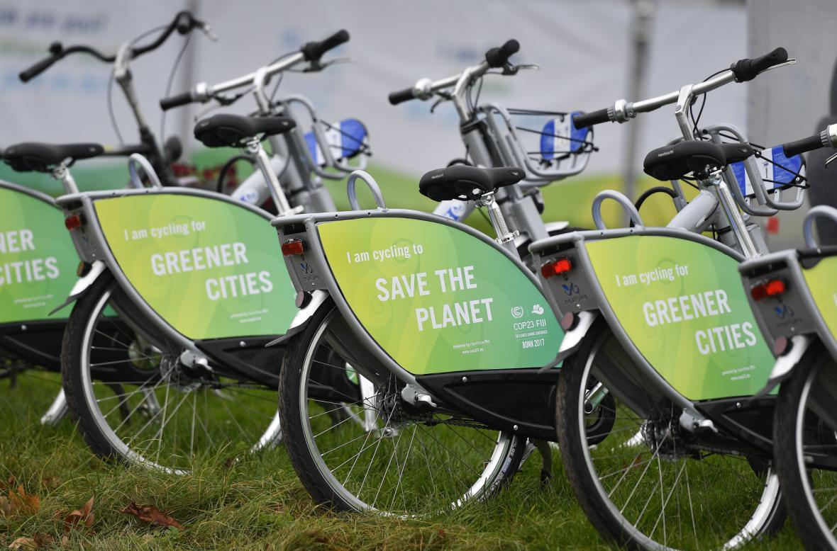Účastníci summitu se mezi konferenčními zónami mohli přepravovat na kole