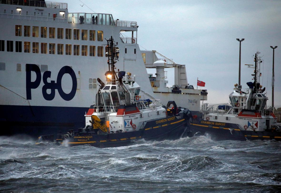 Uvízlý trajekt v Calais