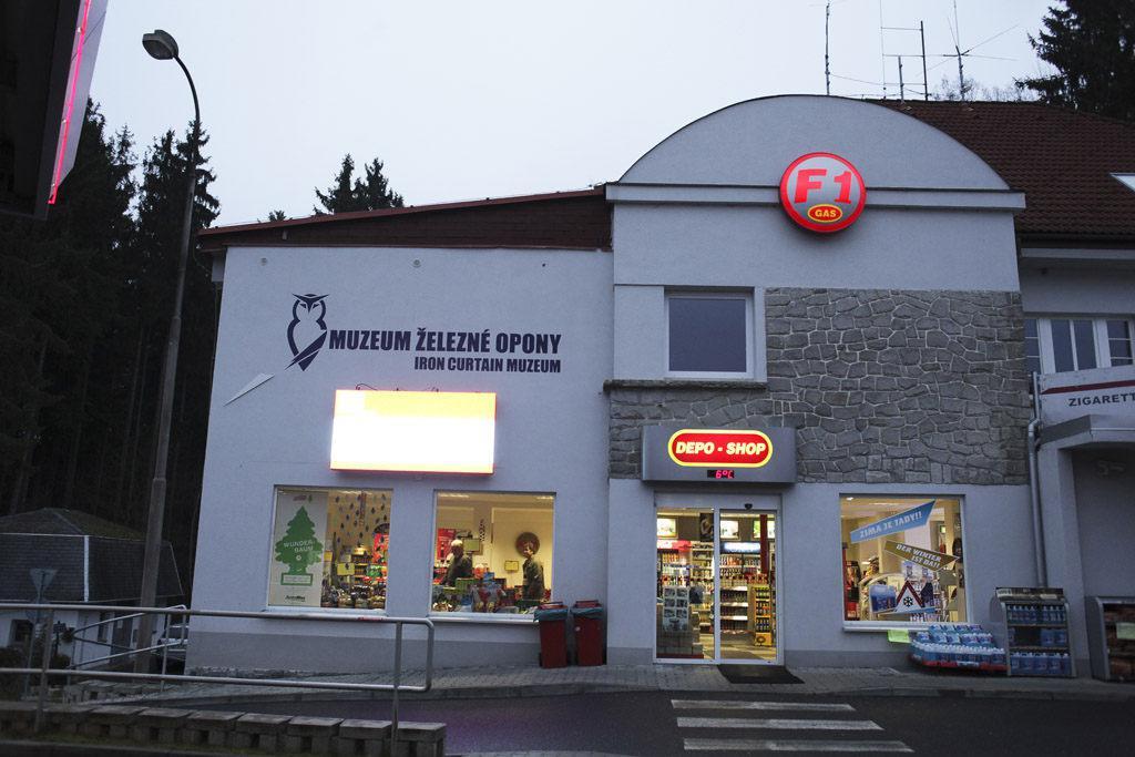 Připomeňte si, jak vypadaly hraniční přechody Československa a Česka před vstupem do Schengenu v roce 2007.