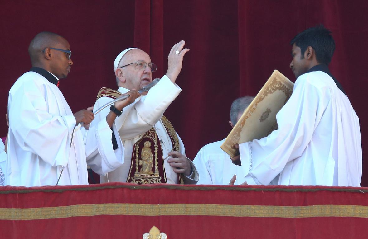 Papež přednesl poselství Urbi et Orbi