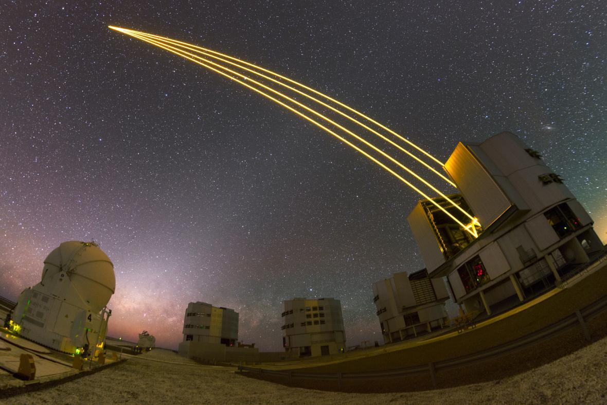 Noční obloha objektivem Petra Horálka