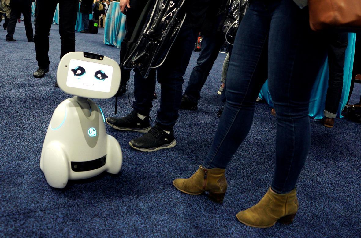 CES 2018. Vzdělávací zařízení Botley Coding Robot společnosti Learning Resources je schopen naučit základy kódování pětileté dítě.