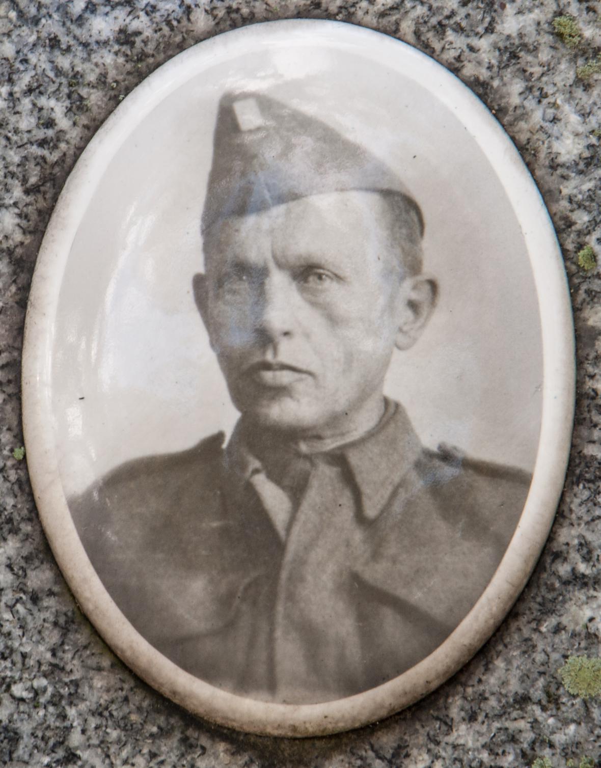 František Polák jako voják československé armády (fotka z náhrobku)