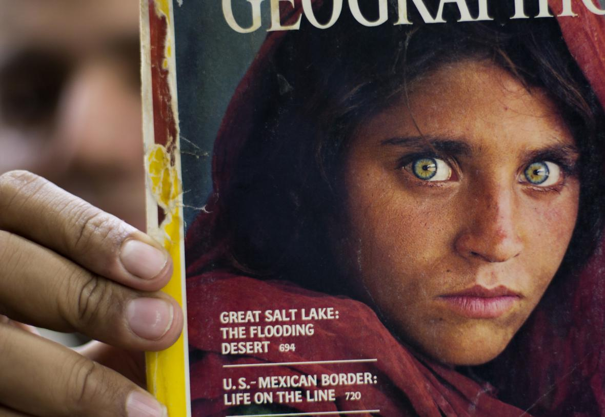 Šahab Gulaová na obálce časopisu National Geographic