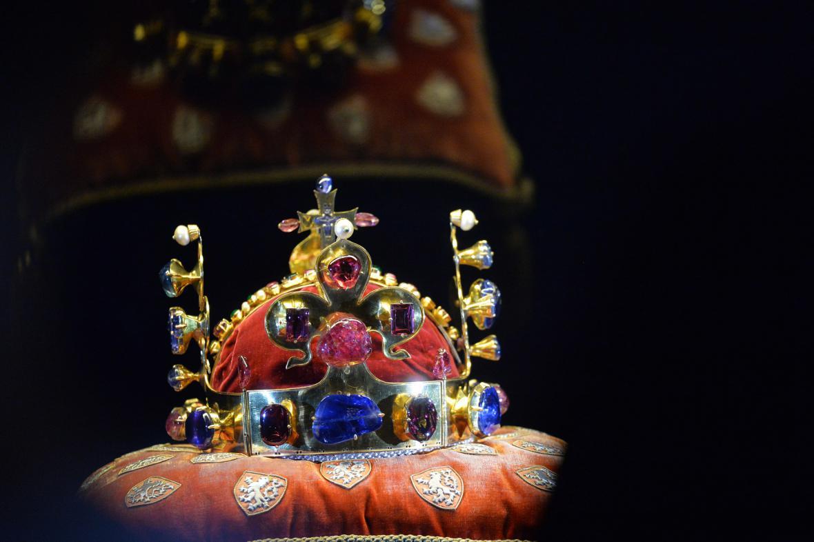Korunovační klenoty jsou symbol české státnosti. Trn z Kristovy ... 400a1e3ff66