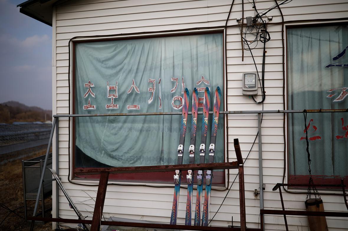 Opuštěný bývalý lyžařský areál Alps Ski Resort v Jižní Koreji nedaleko dějiště zimních olympijských her 2018