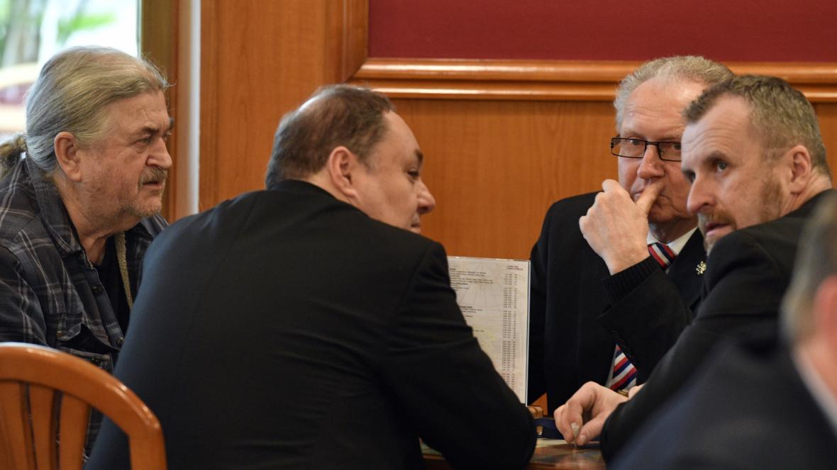 Vítězný štáb Miloše Zemana