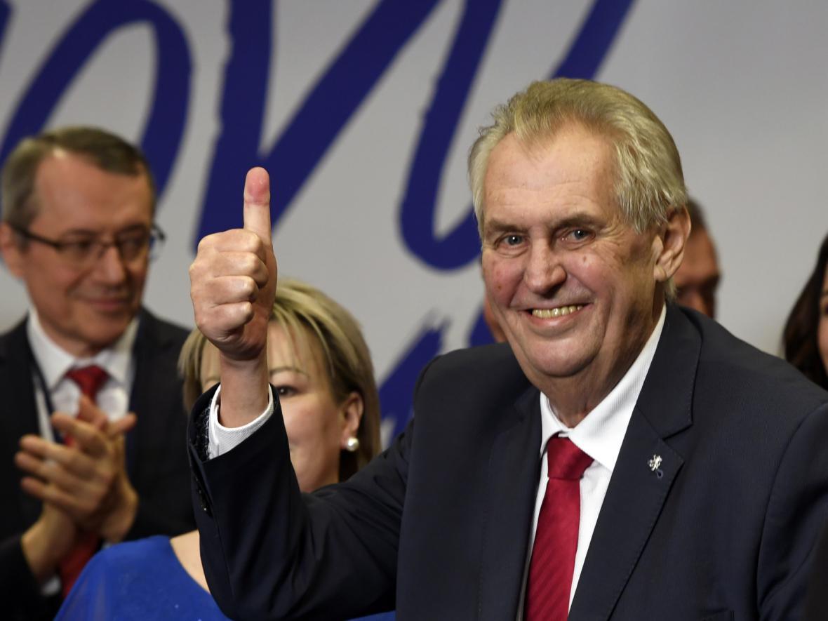Prezident Miloš Zeman přichází na tiskovou konferenci v TOP Hotelu Praha, poté co byl 27. ledna 2018 oznámen výsledek druhého kola prezidentských voleb. Zeman byl zvolen i na další funkční období.