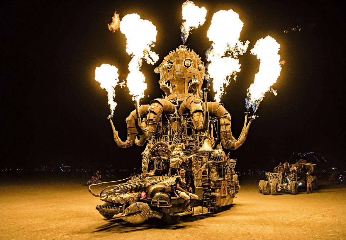 Fotografie z výstavy Marka Musila v Leica Gallery: WORLD ON FIRE   The Burning Man Collection