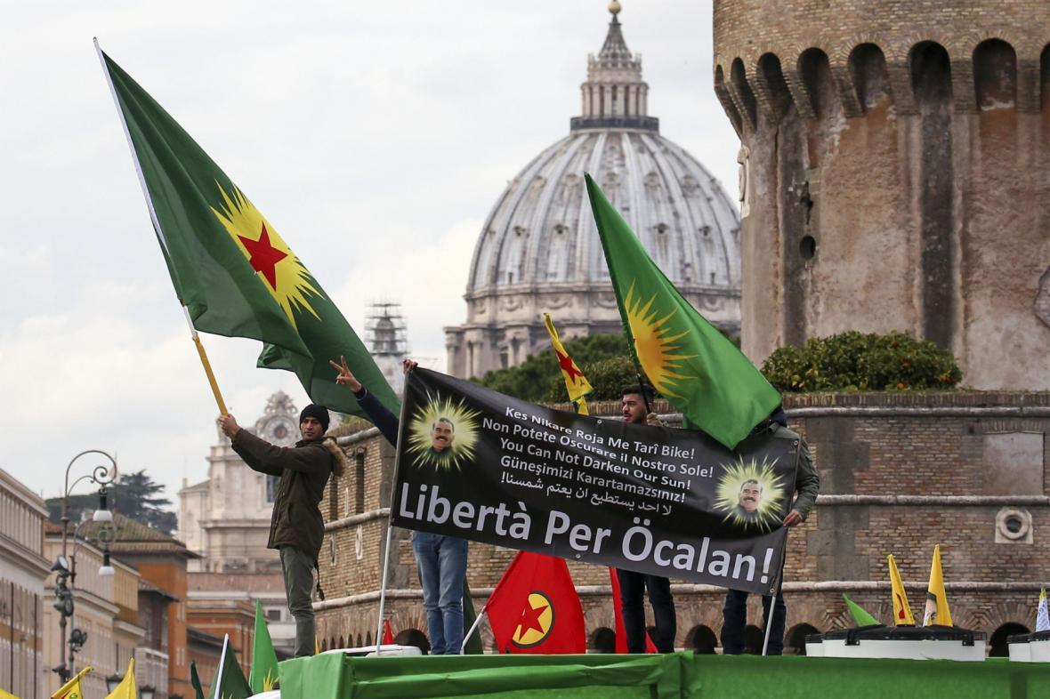 Kurdské protesty během Erdoganovy návštěvy Vatikánu