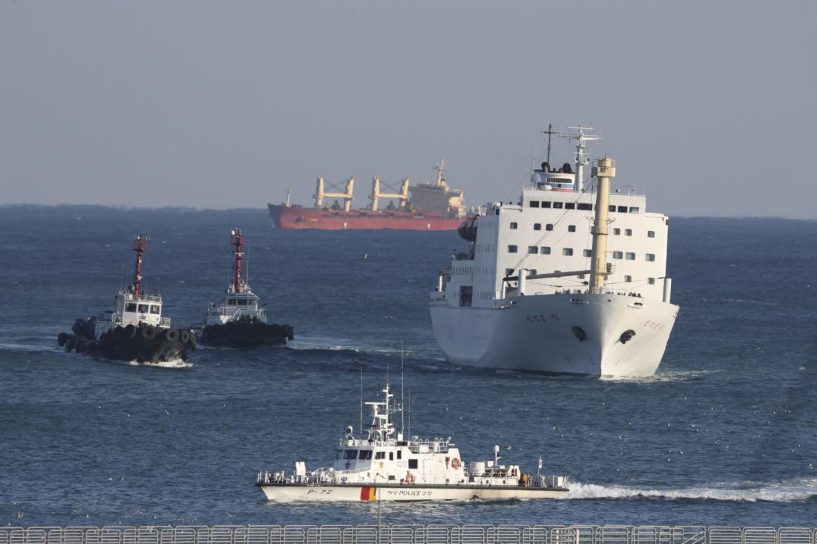 Umělci z KLDR připluli na Kimově trajektu do Jižní Koreje