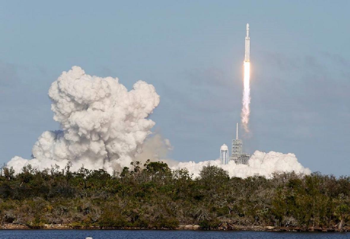 Falcon Heavy, start a náklad