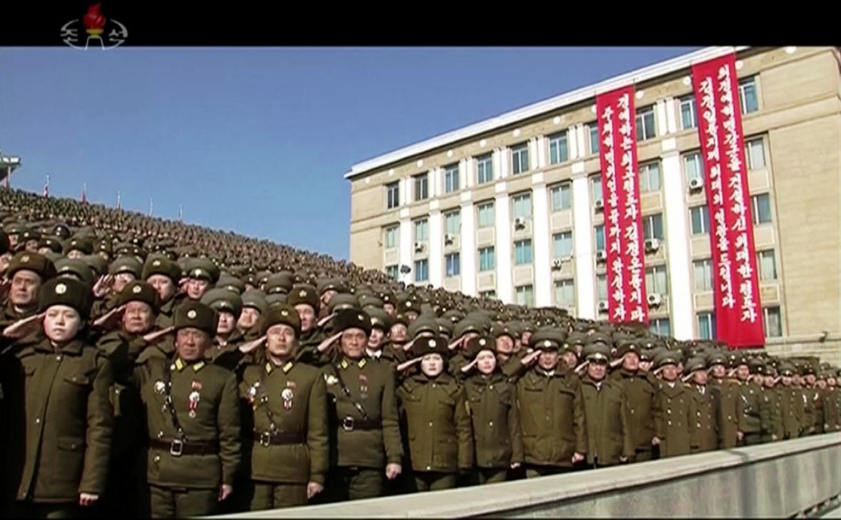 Vojenská přehlídka KLDR den před zahájením Olympijských her v Pchjongčchangu