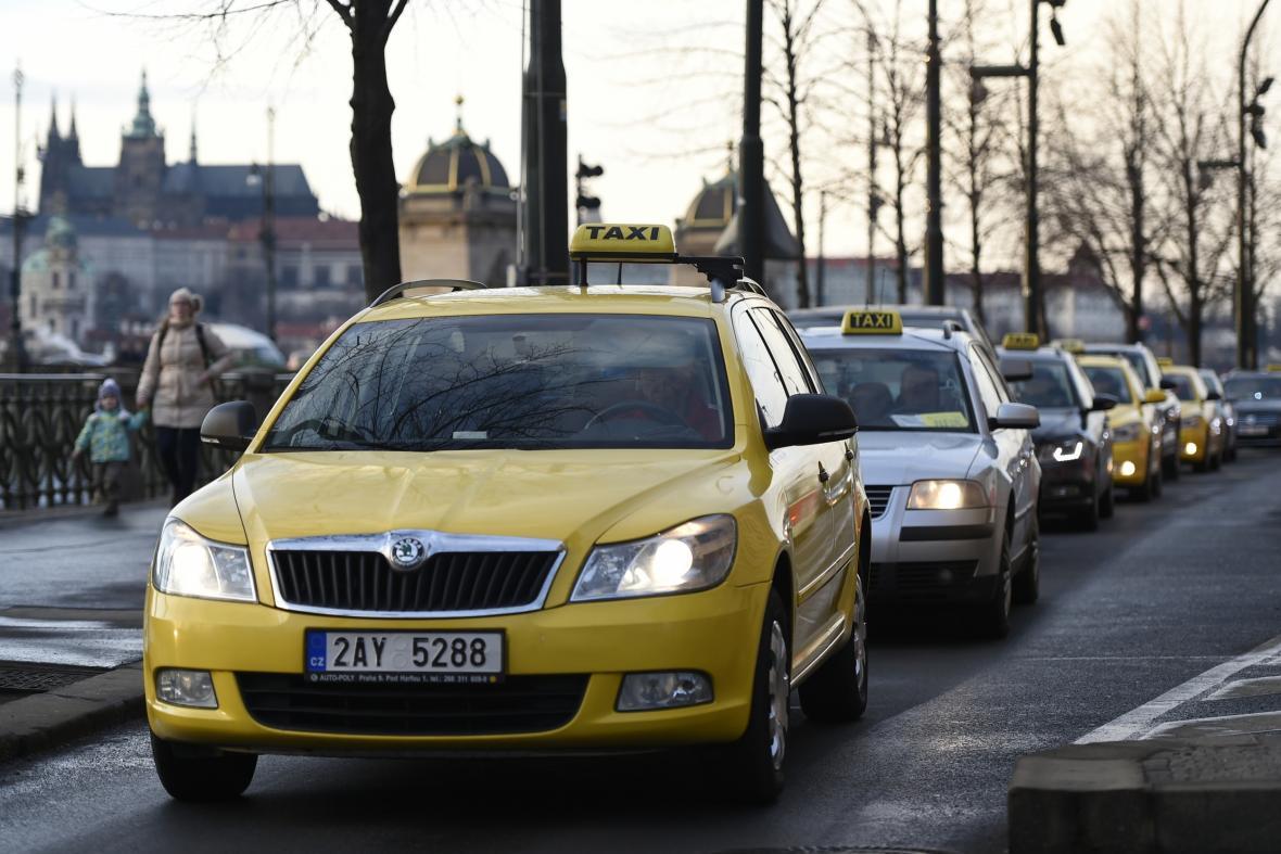 Protest taxikářů na pražském nábřeží
