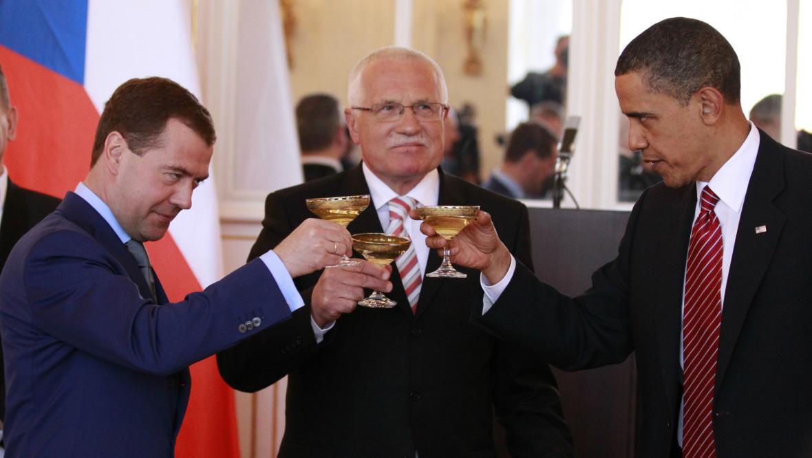 Václav Klaus byl 28. února 2003 ve třetím kole opakované volby zvolen prezidentem České republiky 142 hlasy z 281. Prezidentský slib podepsal 7. března ve Vladislavském sále Pražského hradu